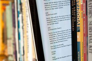 Tres innovadoras herramientas para promocionar un libro electrónico : paper ebook, book tráiler y biblet