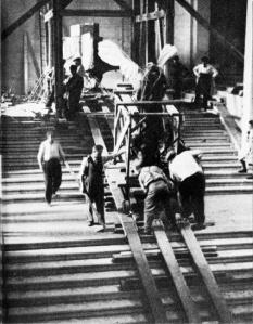Evacuación de la Victoria alada de Samotracia en el Museo del Louvre en 1939