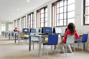 ¿ Cual es el modelo de negocio de compra de libros más adecuado para una biblioteca ?