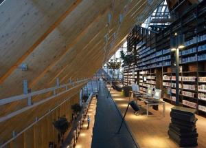 Una pirámide de Libros en Spijkenisse, Países Bajos