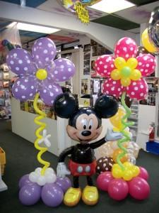 Mickey Mouse ccumple 85 años