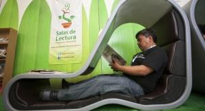 ¿ Es posible leer un libro en una feria del libro ?