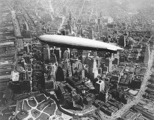 El zeppelin USS Los Angeles, sobrevolando Manhattan en 1930