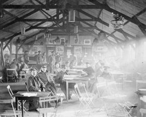 Interior de una cabaña de las YMCA, en Rouen, en 1917