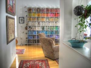Organizar sus libros por colores no es un caso de fracaso moral