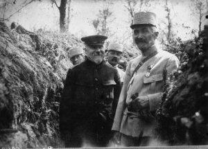 Raymond Poincaré en una trinchera