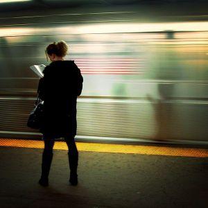 El arte de leer en el metro