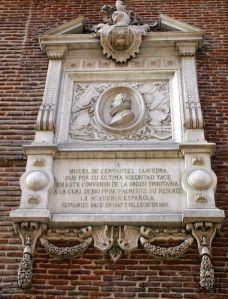 Placa esculpida dedicada a donde fue enterrado Miguel de Cervantes, Monasterio de San Ildefonso y San Juan de la Mata (Madrid)