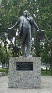 Monumento a Miguel Angel Asturias en ciudad de Guatemala