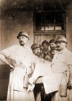 Georges Duhamel (a la izquierda) en una unidad quirúrgica de frente.