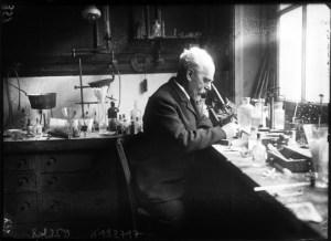 El Sr. Gabriel Lippmann en su laboratorio del Instituto (1908)