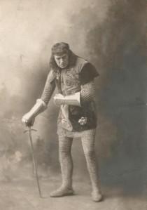 El actor Robert B. Mantell caracterizado como Ricardo III