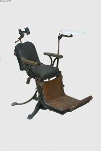 Un sillón de dentista (1885)