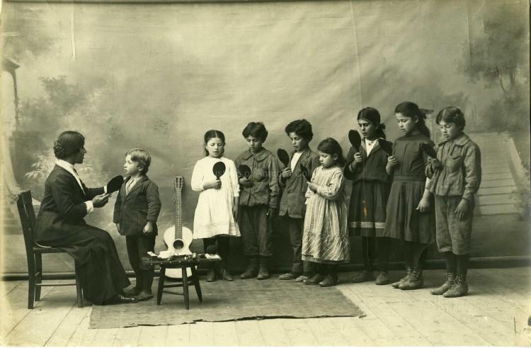 Una escuela para sordos en Grecia (1900)