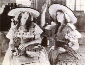 Las hermanas Lilian y Dorothy Gish, en la adaptación de D.W. Griffith (1921)
