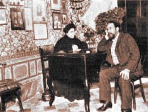 Alejandro Sawa dictando a su esposa, una parisiense que le sirve de secretario, Caras y caretas (1908)