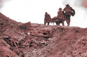 Transporte de heridos en la batalla de Somme, 1916