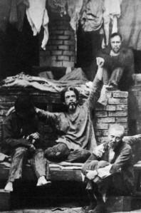 Konstantín Stanislavski, en «Los Bajos Fondos» de Maxim Gorki (1902)