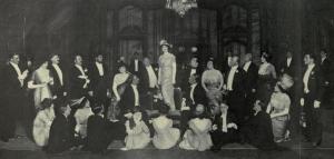 La actriz estadounidense Billie Burke cantando «Mind the Paint» en el teatro Lyceum (1912)