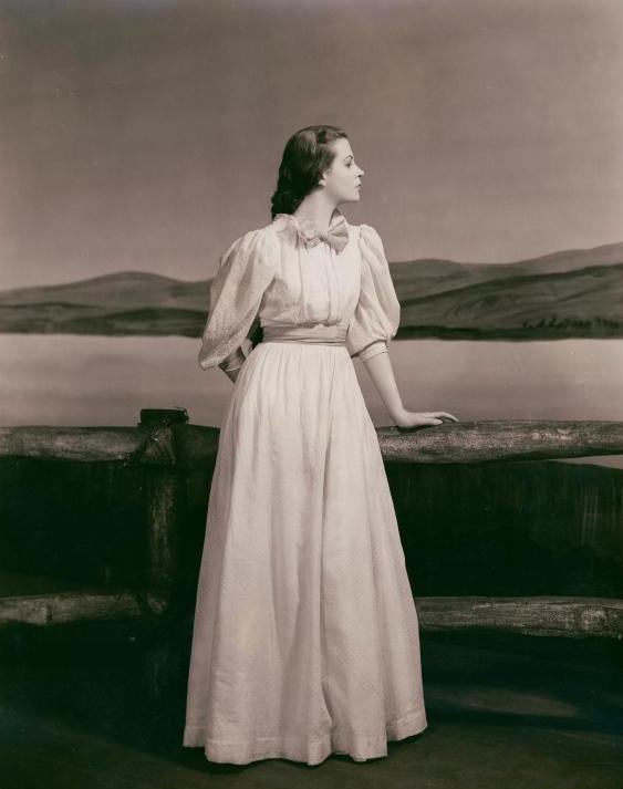 La actriz estadounidense Uta Hagen (1919-2004) en el estreno de «La Gaviota» en Broadway en 1938