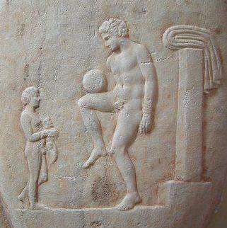 Futbol_antiguo_(Grecia)_-_Επίσκυρος_Episkyros_-_Ancient_Greek_Football_Player_375-400_a._C.